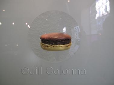 Hevin macaron display