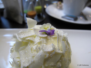 merveilleux pastry from Un Dimanche à Paris