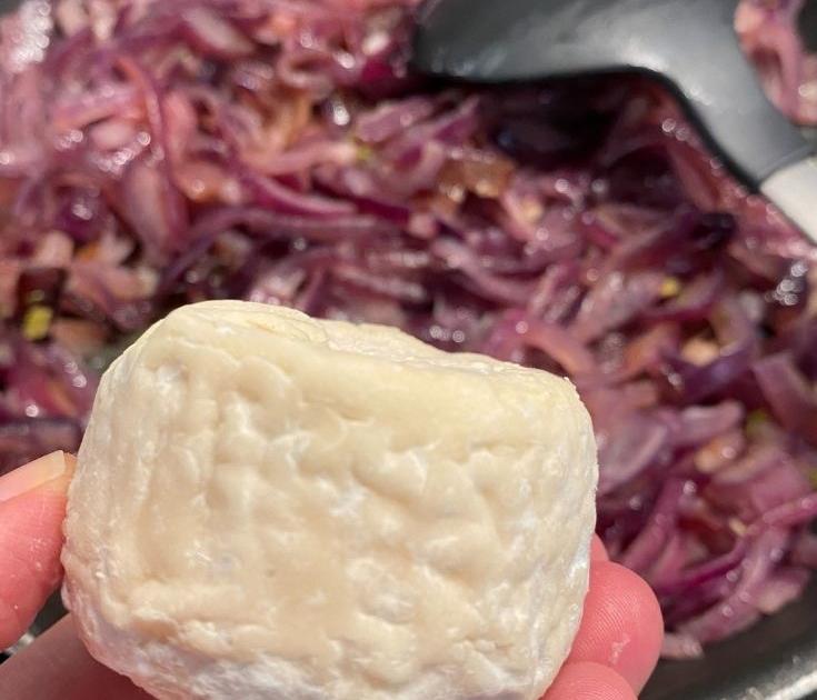 Chevre Red Onions