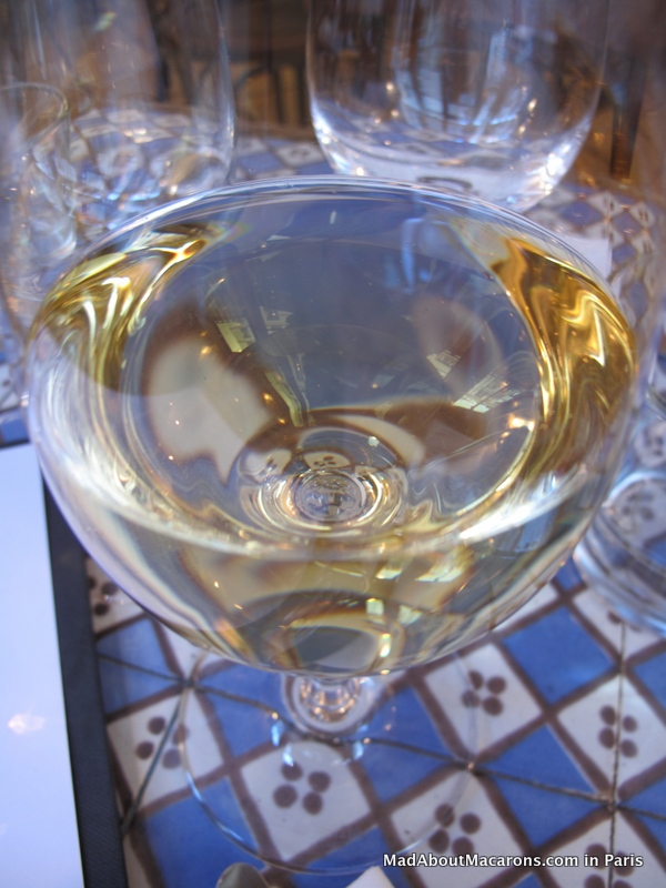 glass of jurancon sec at les enfants rouges wine bar Paris