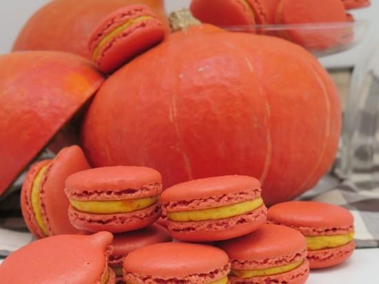 pumpkin spice potimarron red kuri squash macarons