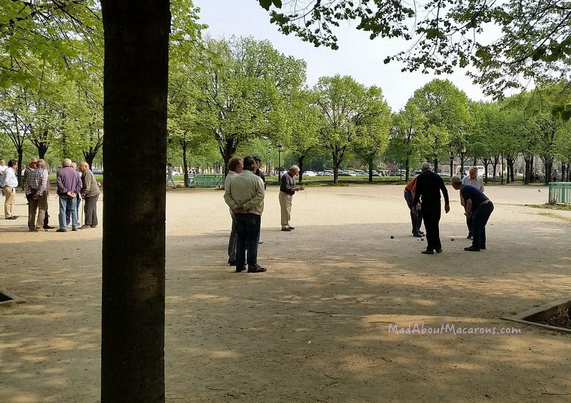 playing boules at the Esplanade des Invalides