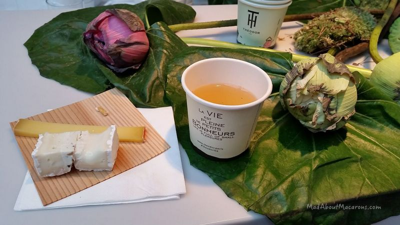 Oolong green tea with French cheese