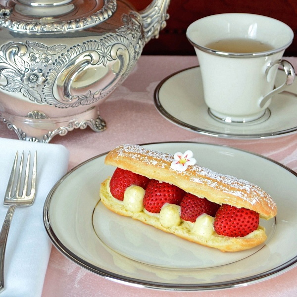 Photo of Strawberry Elderflower Eclair by Brooks at Cakewalker