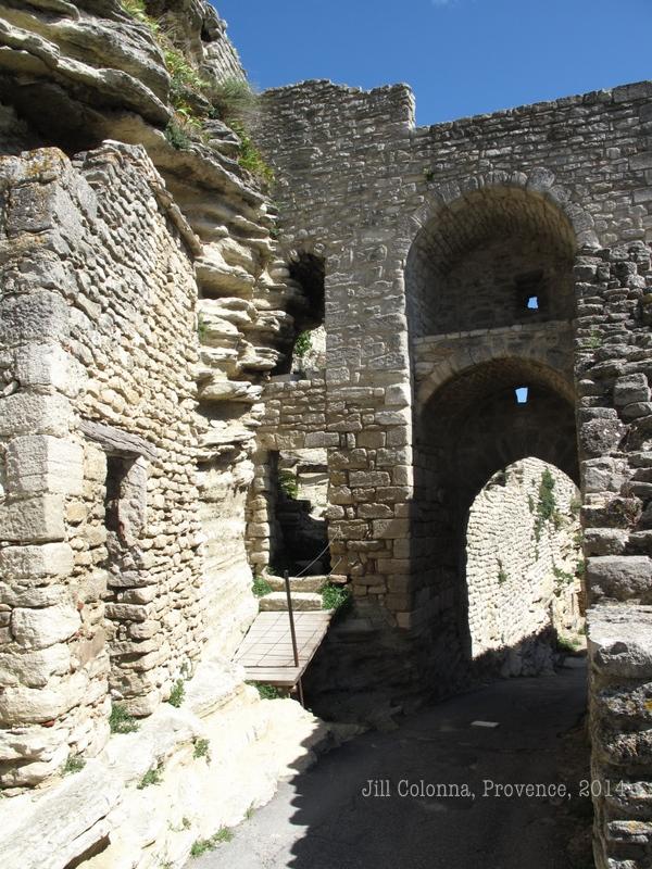 Walk to the rock in the Provencal village of Saignon