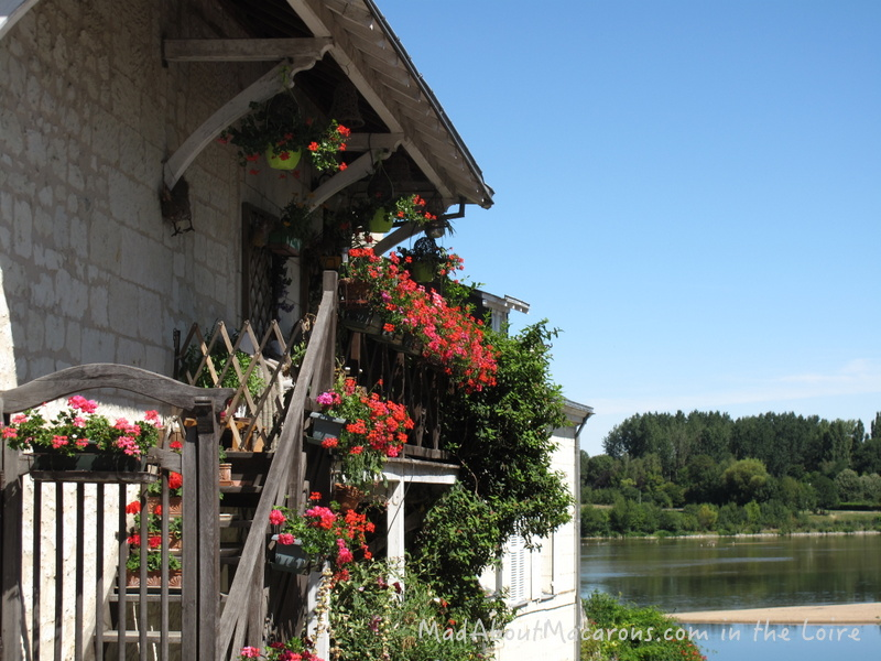 Geranium decorated house on the Loire