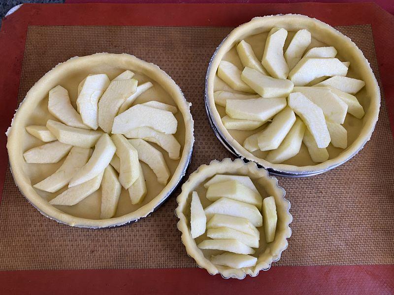 3 french apple custard tarts