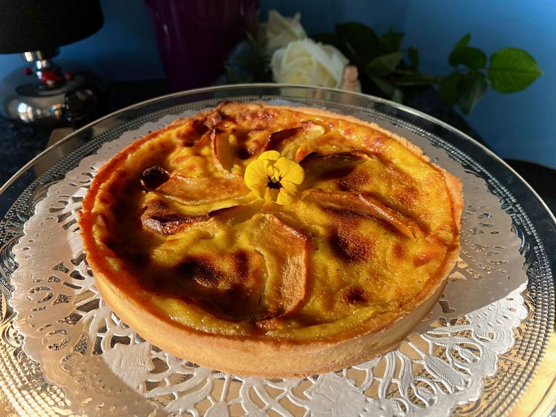 french apple custard small tart