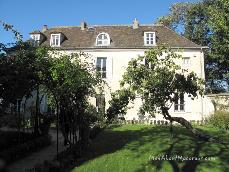 oldest house in Montmartre Paris