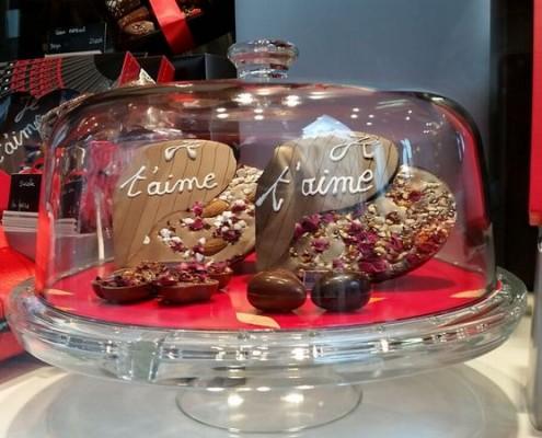 Chocolate windows in Paris for Saint Valentines