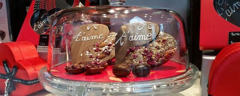 Chocolate windows in Paris for Saint Valentines
