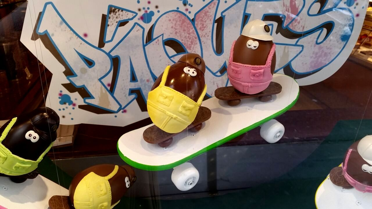 Dalloyau easter skateboarding chocolate eggs