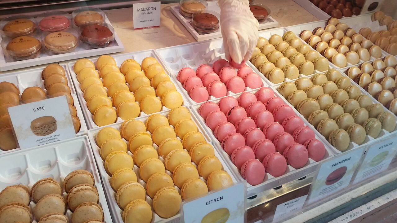 macarons at Dalloyau patisserie Paris