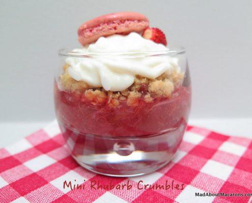 mini rhubarb crumbles
