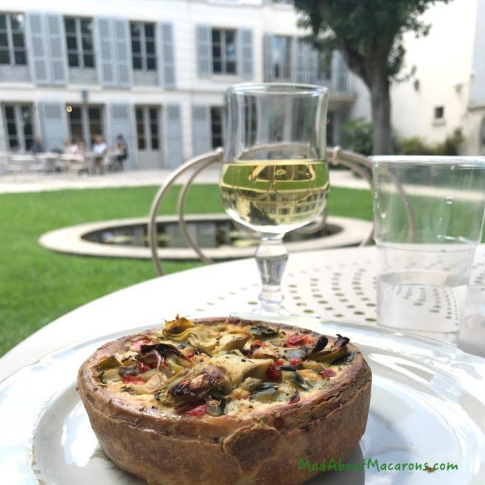 renoir cafe montmartre museum garden
