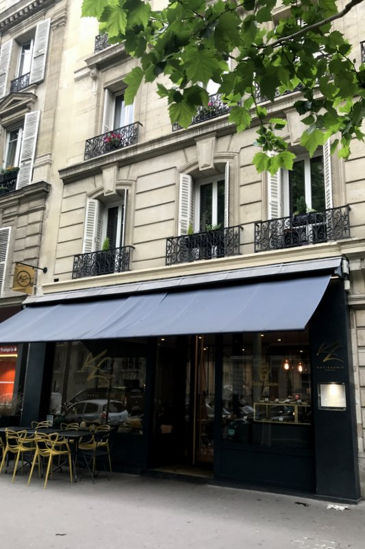 Air-conditioned paris tea salons